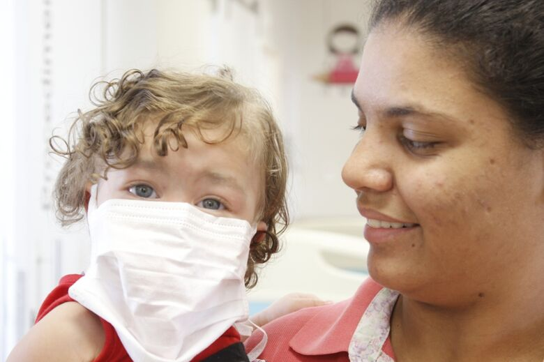 Bebê sãocarlense que passou por transplante de coração volta para casa -