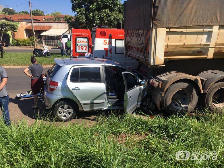 Motorista passa mal ao volante e morre após bater na traseira de caminhão - Crédito: Jornal Cidades