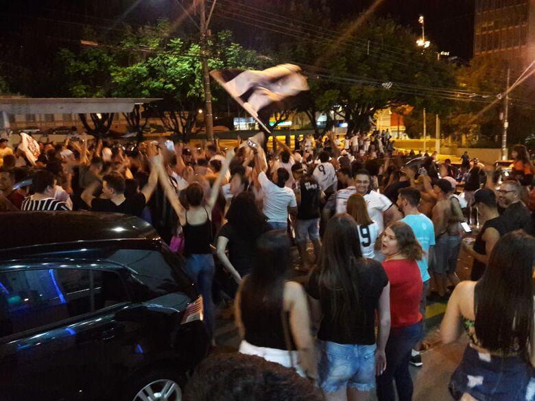 Torcedores comemoram conquista do Timão em São Carlos - Crédito: São Carlos Agora