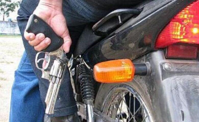 Motoqueiros assaltam adolescente na Vila Nery - Crédito: Arquivo SCA
