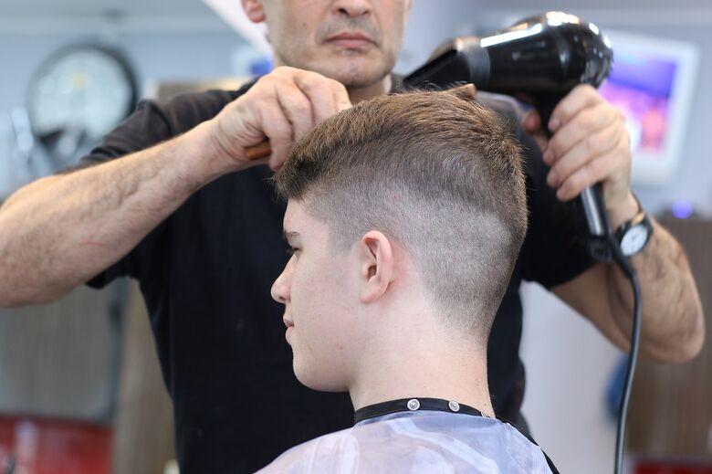 Fundo Social abre inscrições para o curso de técnicas práticas de barbearia e cortes masculinos - Crédito: Orna Wachman por Pixabay