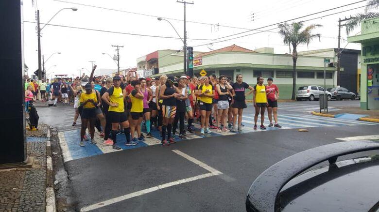 Cerca de 300 corredores participam de mais uma etapa do Campeonato Corrida Treino de Rua Ibaté - Crédito: Divulgação