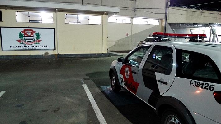 Bandidos furtam moto e outros objetos em residência no Douradinho -
