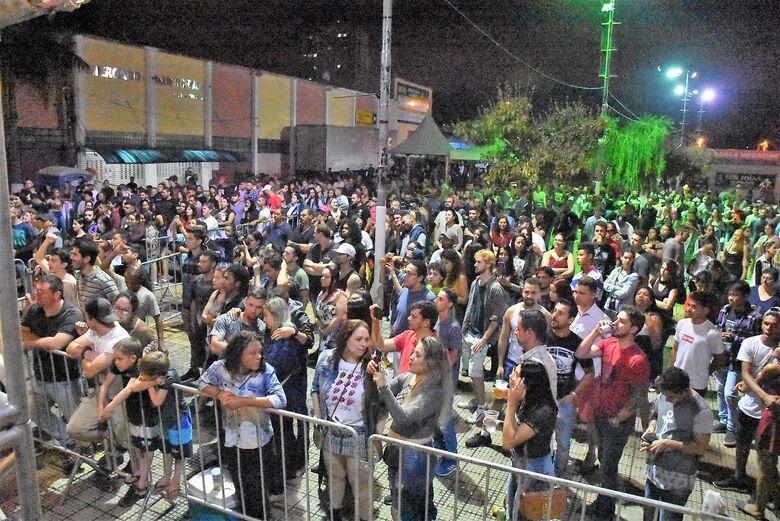Mesmo com chuva, público participa da segunda noite da Festa do Clima 2019 - Crédito: Divulgação/PMSC