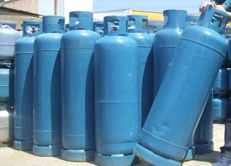 Gás para comércio e indústria é reajustado em 6% nas refinarias -