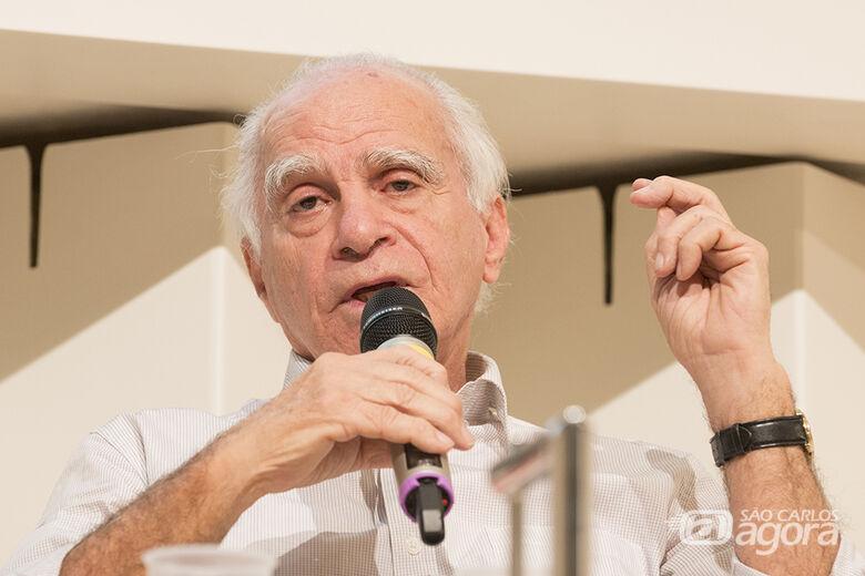 Aprovada proposta de Azuaite que concede título de Cidadão Honorário ao escritor Ignácio de Loyola Brandão - Crédito: Divulgação