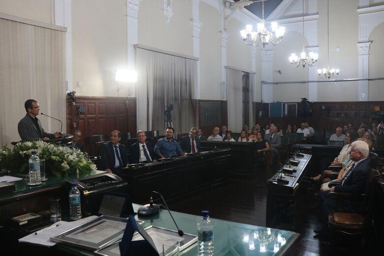 Promotor de Justiça e Chefe de Seção Judiciário recebem títulos de cidadania são-carlense - Crédito: Divulgação