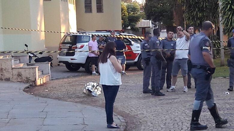 Homem morre baleado após atacar policial militar com faca - Crédito: Araraquara 24 horas