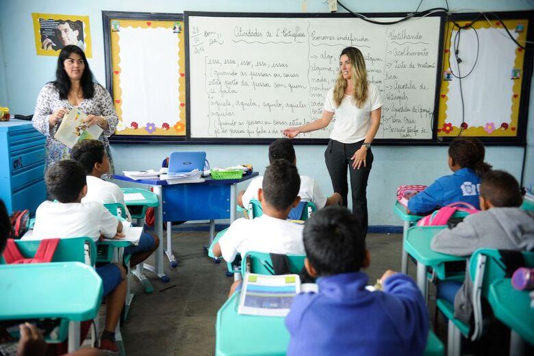 Governo de SP anuncia bônus de R$ 10,4 mi para 4 mil servidores da Educação da Região Central - Crédito: Agência Brasil