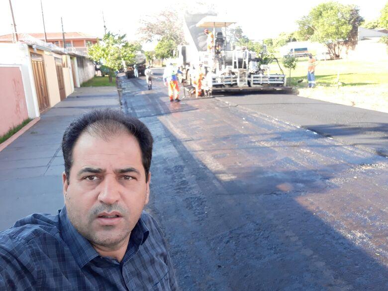 Vereador Sérgio Rocha acompanha recape na região sul - Crédito: Divulgação