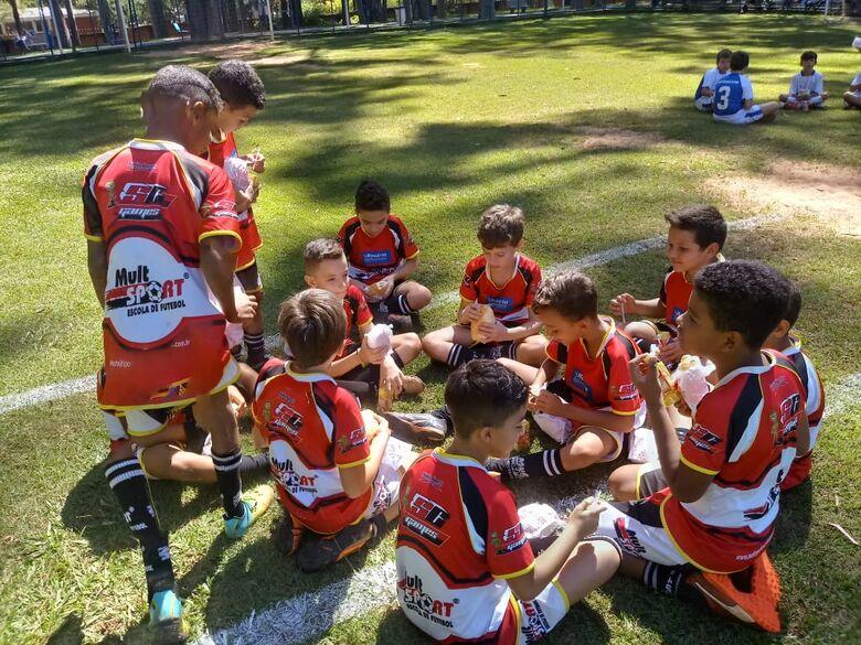 Alunos da Mult Sport participam de festival de futebol - Crédito: Divulgação