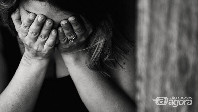 Cozinheira do São Carlos FC chora após ter seu primeiro salário roubado - Crédito: Imagem Ilustrativa