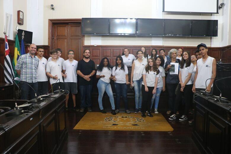 Alunos da Escola Estadual Dr. Álvaro Guião visitam a Câmara Municipal - Crédito: Divulgação