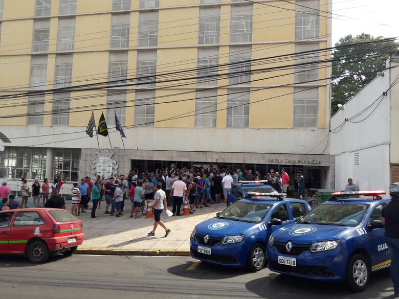 Motoristas de aplicativos cumprem o prometido e fazem manifesto na Prefeitura e na Câmara - Crédito: Maycon Maximino