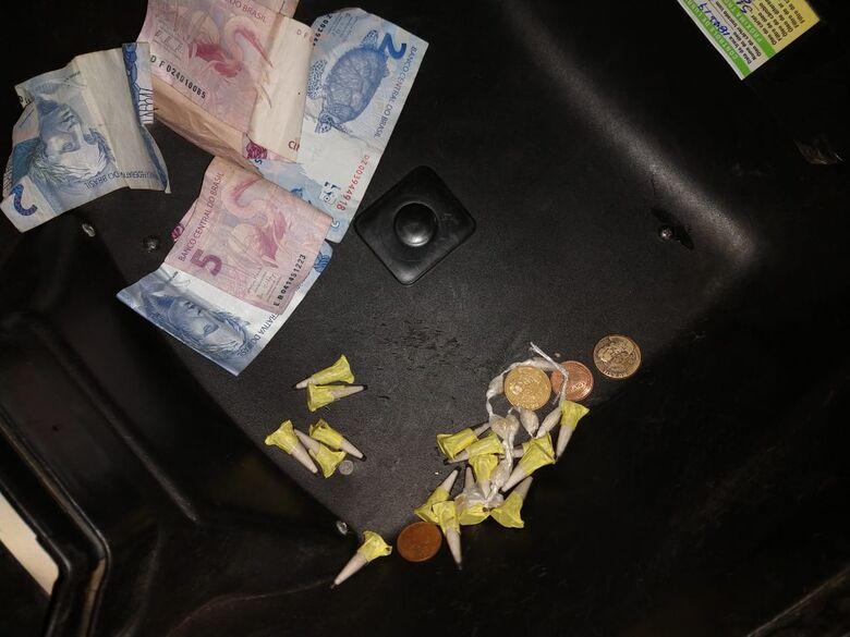Adolescente é flagrado vendendo drogas na rua, na Vila Jacobucci - Crédito: São Carlos Agora