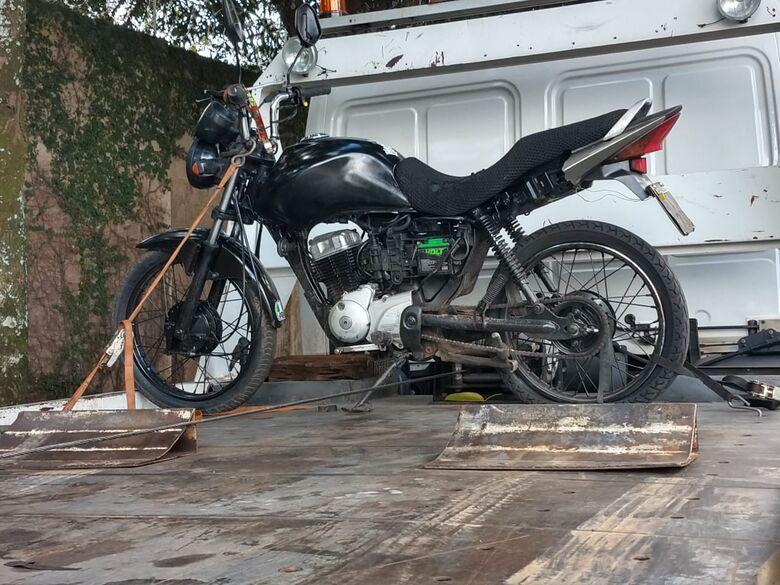 Moto de origem suspeita é apreendida no Cidade Aracy II - Crédito: São Carlos Agora