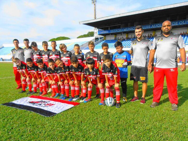 Meninos do sub11 da Multi Esporte/La Salle vencem mais uma no Municipal - Crédito: Divulgação