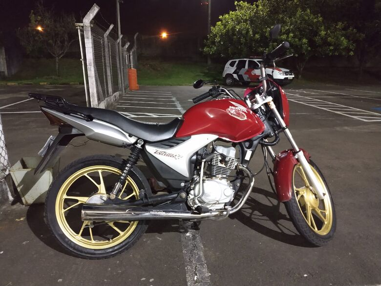 Jovem é detido com moto que havia desaparecido junto com o proprietário - Crédito: São Carlos Agora
