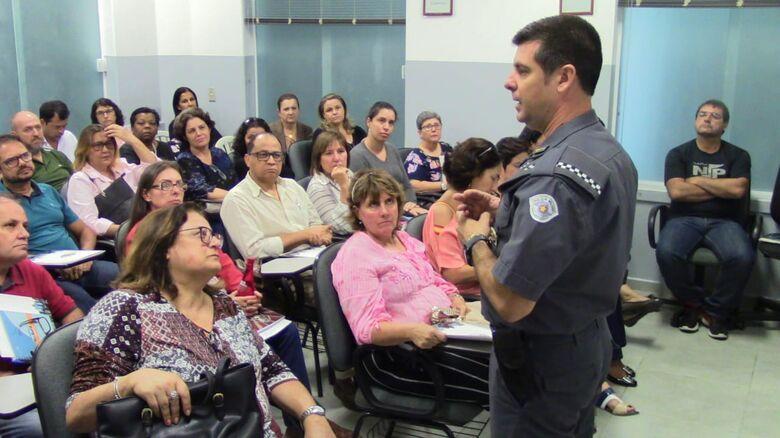 38º Batalhão de Polícia Militar do interior realiza palestra para os diretores de escolas de São Carlos e região -