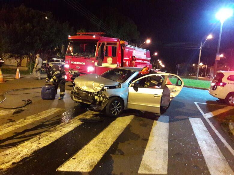 Motorista avança pare e causa colisão no Jardim Dona Francisca - Crédito: São Carlos Agora