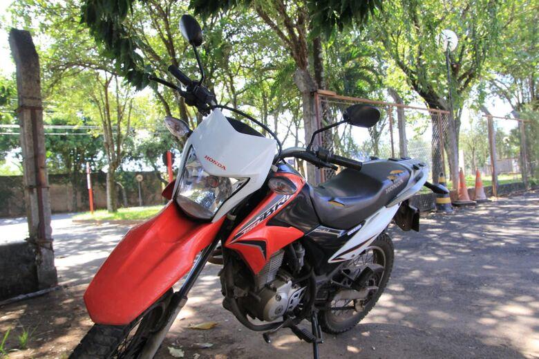Adolescente é detido com moto furtada no Cruzeiro do Sul - Crédito: São Carlos Agora