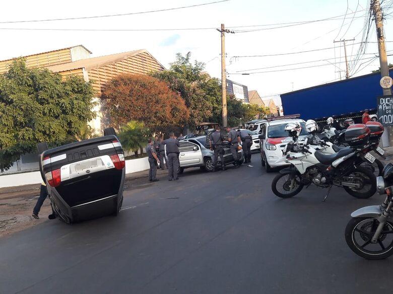 Após preseguição policial, bandidos causam capotamento e são detidos - Crédito: São Carlos Agora