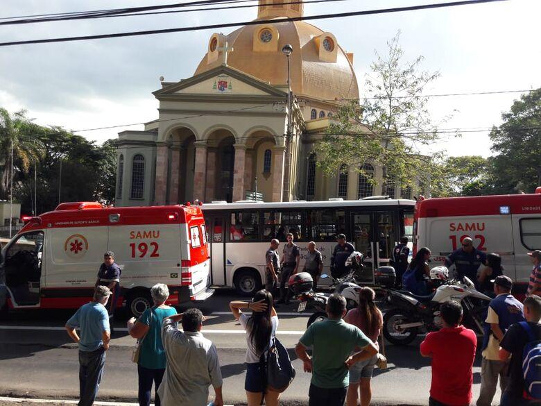 Caminhonete atropela duas mulheres no centro de São Carlos - Crédito: São Carlos Agora
