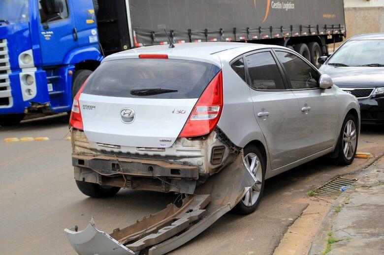 Motorista avança pare e causa colisão deixando motociclista ferida no Novo Horizonte - Crédito: São Carlos Agora