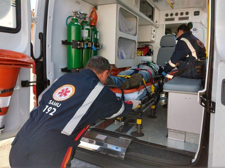 Motorista avança sinal de pare e causa acidente no Centro - Crédito: Luciano Lopes