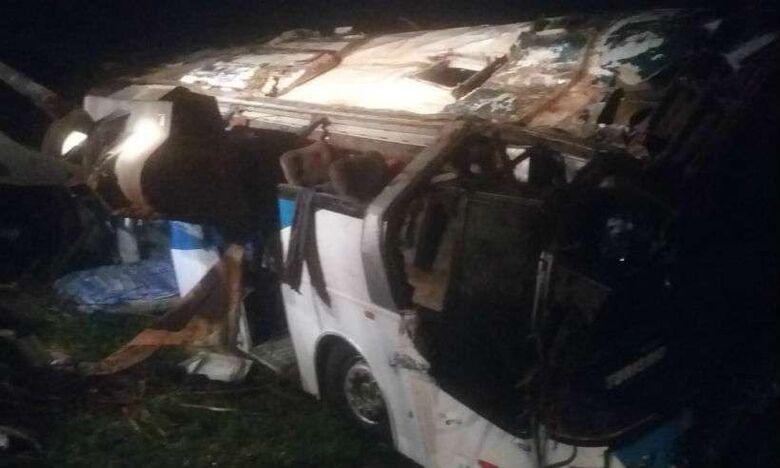 Três pessoas morrem e mais de 30 ficam feridas em acidente com ônibus no interior de SP - Crédito: Araraquara 24 Horas