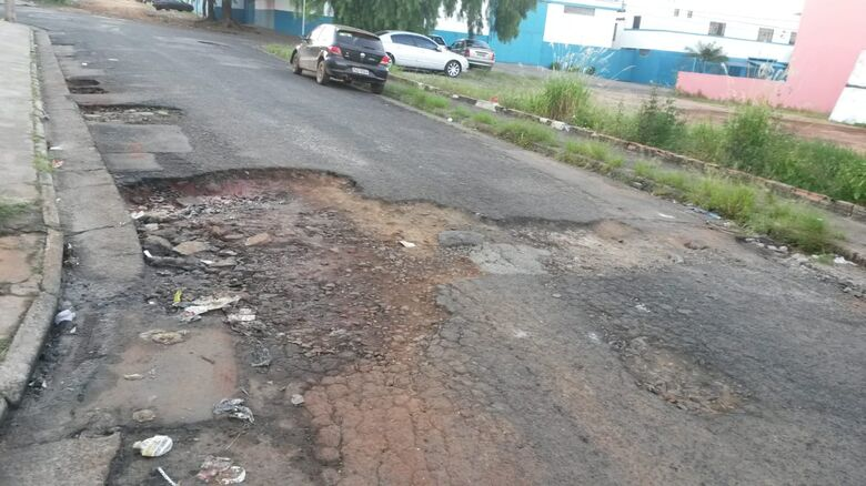 Cratera incomoda moradores no Jardim São Paulo - Crédito: Divulgação
