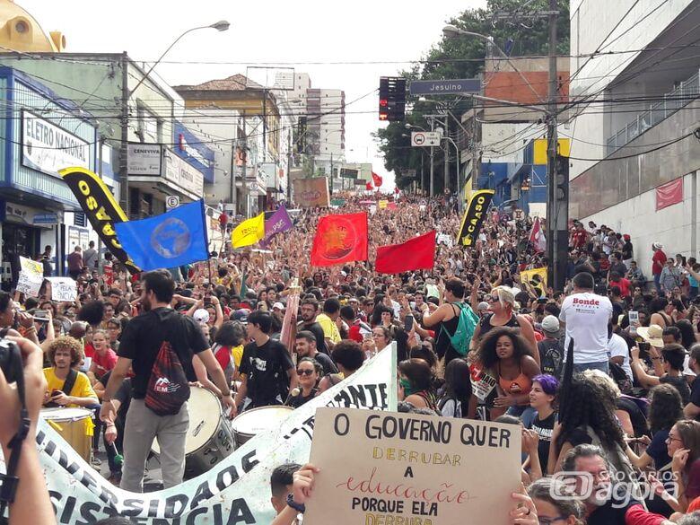 5 mil participaram de ato que pede manutenção de verbas para universidades, segundo a PM - Crédito: Maycon Maximino