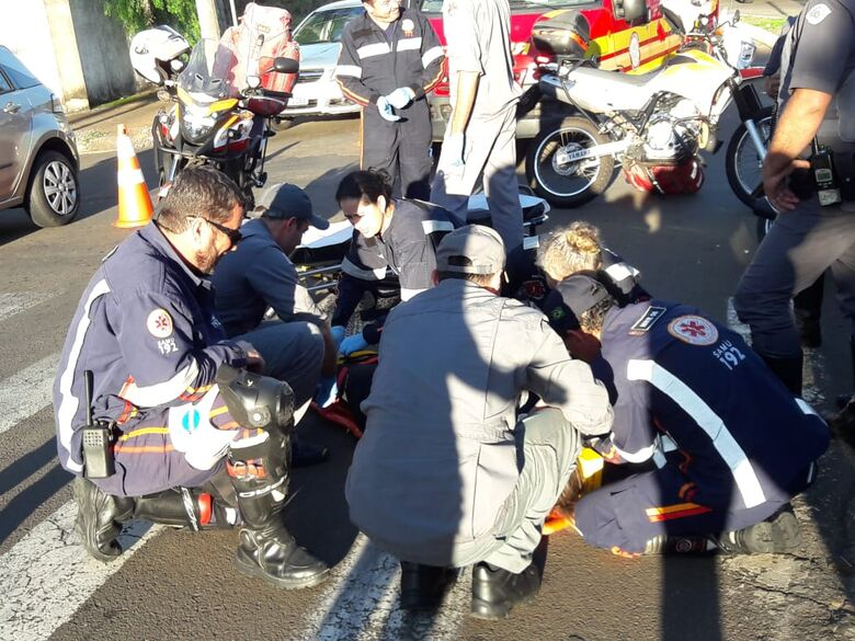 Colisão entre motos deixa mulher ferida no Alvorada - Crédito: São Carlos Agora