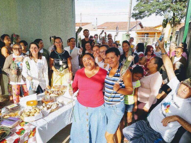 USF Jóquei Clube e Jardim Guanabara homenageiam mães com rosas e café da manhã - Crédito: Divulgação