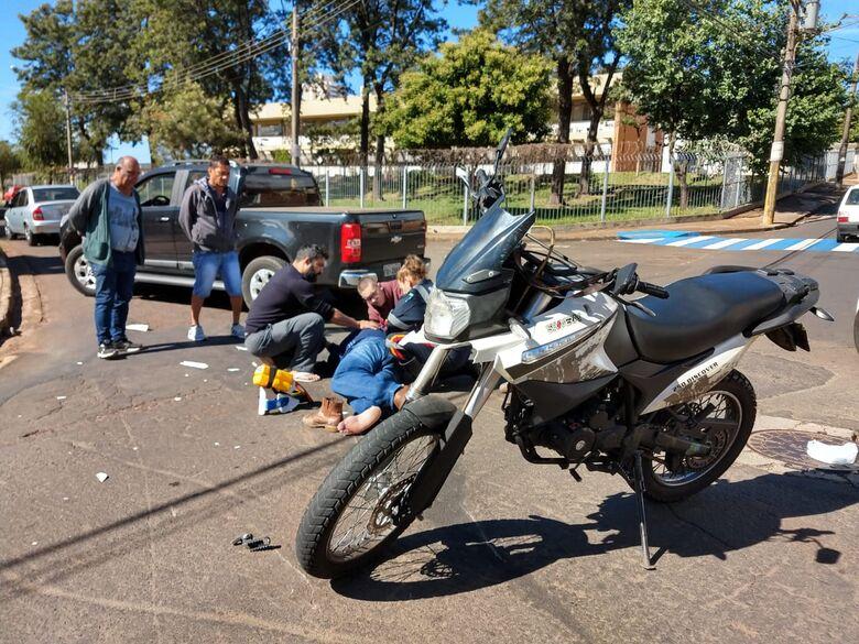 Motociclista se envolve em acidente na região central - Crédito: Luciano Lopes