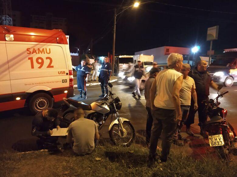 Colisão entre motos deixa duas mulheres feridas no Santa Felícia - Crédito: Luciano Lopes