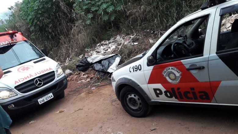 HOMICÍDIO: identificado corpo de homem encontrado em estrada de terra perto do CDHU - Crédito: São Carlos Agora
