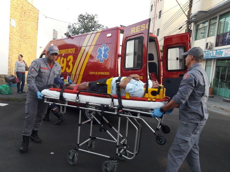 Colisão entre carro e moto deixa um ferido na região central - Crédito: São Carlos Agora