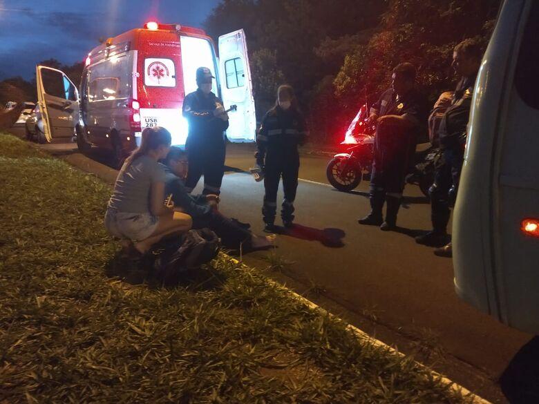 Motociclista sofre acidente em frente ao Moradas II - Crédito: São Carlos Agora