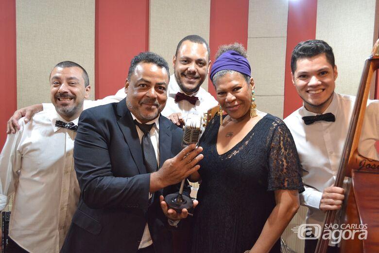 """Sesc São Carlos traz o espetáculo """"Na Era do Rádio"""" - Crédito: Angela Mariana"""