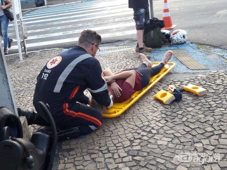 Colisão entre motos deixa mulher ferida no Centro - Crédito: São Carlos Agora