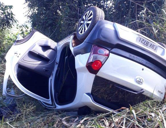 Bandidos capotam carro furtado na área rural de São Carlos - Crédito: São Carlos Agora