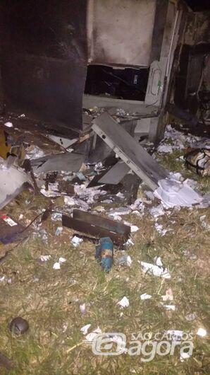 Quadrilha explode carro-forte em rodovia da região - Crédito: Colaborador SCA