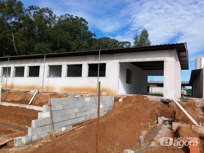 EMEB em construção no Jardim Araucária recebe cobertura definitiva - Crédito: Divulgação