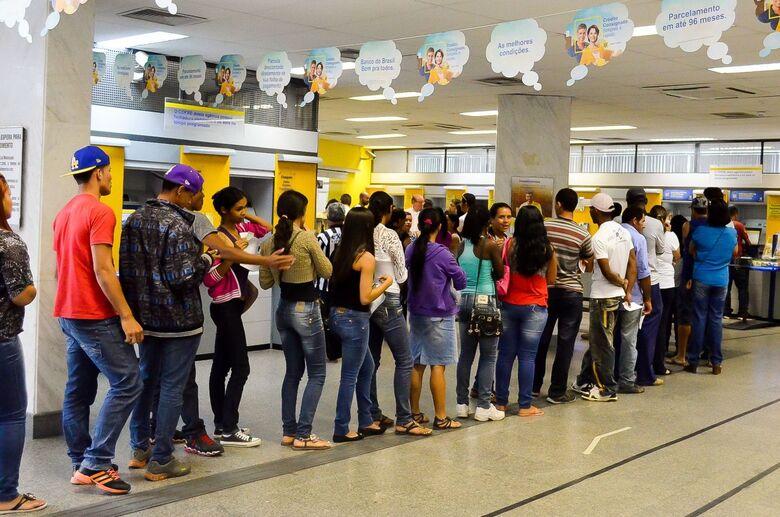 Justiça obriga bancos de São Carlos a atenderem clientes em no máximo 15 minutos - Crédito: Agência Brasil