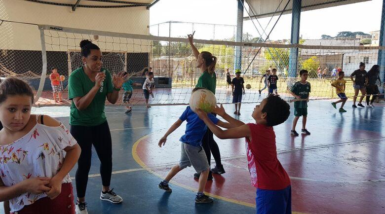 Ex-levantadora da Seleção Brasileira de Vôlei participa do Dia do Desafio em São Carlos -