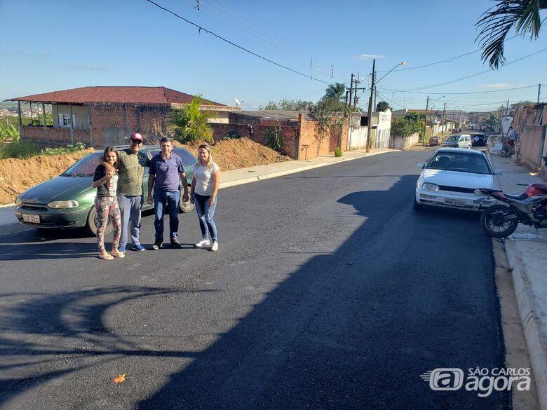 Após 30 anos de espera moradores comemoram pavimentação de Rua no Jardim Santa Teresa - Crédito: Divulgação