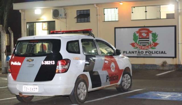Adolescentes são flagrados saqueando supermercado no Centro - Crédito: Arquivo SCA