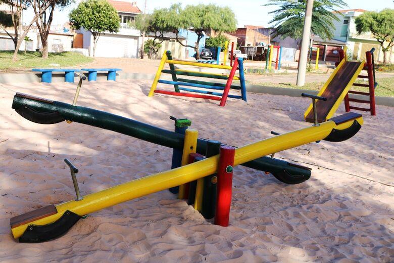 Secretaria de Serviços Públicos reforma brinquedos dos parquinhos infantis - Crédito: Divulgação