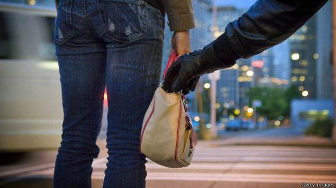Batedor de carteira faz mais uma vítima no ponto de ônibus do Mercado Municipal - Crédito: Imagem Ilustrativa